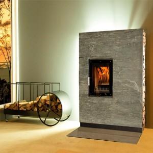 Samostoječi toplotno akumulacijski kamin na drva in pelete CHUR
